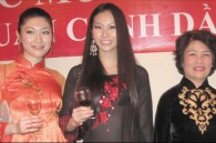 The evening's hostess, Le Thieu Ngan, with two special guests, both former Miss Japan contestants