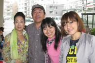 Fox's Yoshitsugu Koizumi, his wife Yuri, and their daughters Yui and Karin