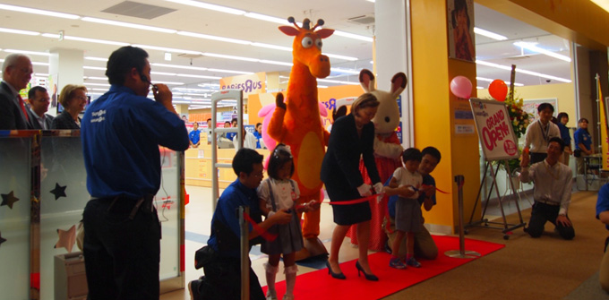 "Toys""R""Us is designed to create lasting memories for children and parents alike. Its friendly staff, attention to detail and safe & secure environment make Toys""R""Us a ."