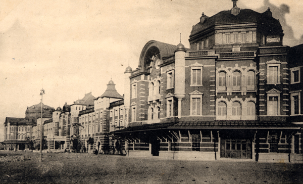 The first grand-openning of The Tokyo Station Hotel was in 1915