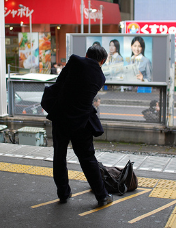 A common sight on the station platforms of Tokyo...