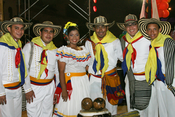 Colombian National Day - Estampas colombianas group