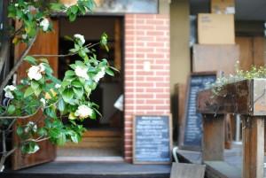 Mois Cafe entrance