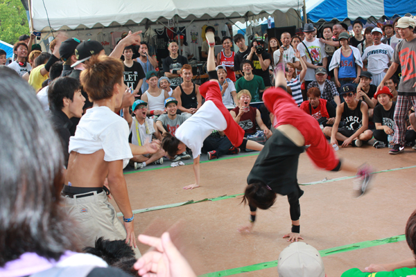 Breakdancers at Sri Lanka Festival