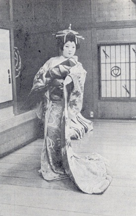 One of the few remaining 'oiran' geisha who remains in Yoshiwara
