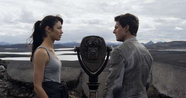 Tom Cruise and Olga Kurylenko in 'Oblivion'