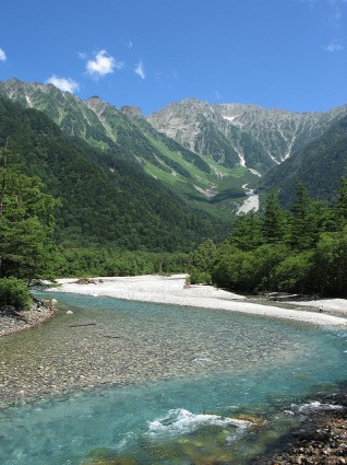 Kamikochi is full of areas to explore with spectacular views around every corner (photo: dwedelstein/Flickr)