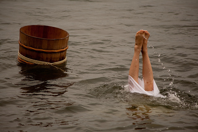 japans-traditional-women-divers-sustain-tradition