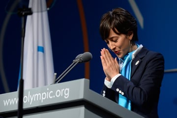 Christel Takigawa speaking at the 2020 Olympic bid in Buenos Aires