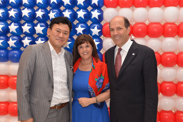 Rakuten founder and CEO Hiroshi Mikitani with US Ambassador John B. Roos and wife Susan Roos