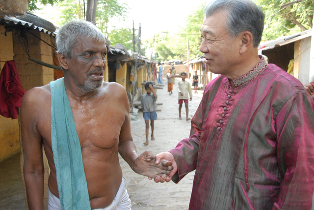 Sasakawa and a patient in India, 2008