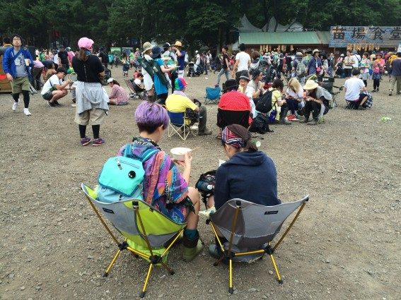 Fuji Rock '16 trends: Camp chairs and purple hair.