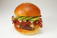 bacon-cheese-avocado-burger-blacows-review-by-mandy-lynn-tokyo-weekender
