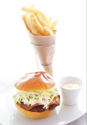 famous-david-burger-david-myers-cafe-ginza-tokyo-review-by-mandy-lynn-tokyo-weekender