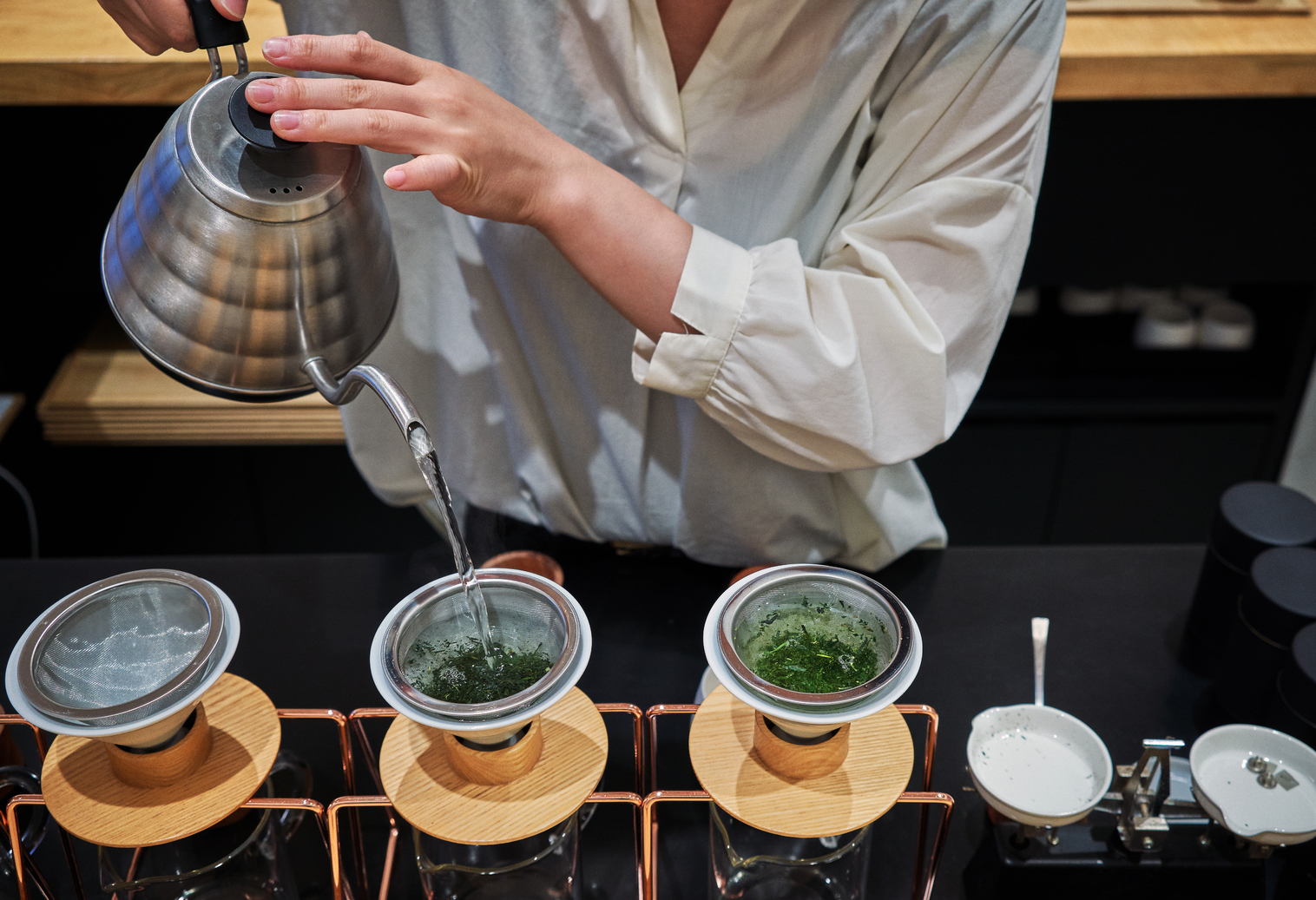 pouring green drip tea