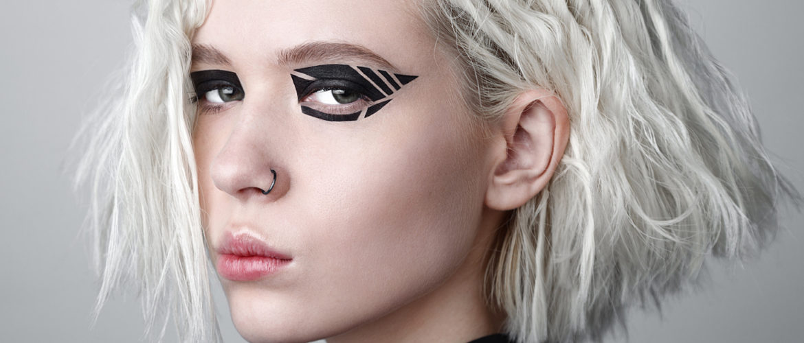 5 Creative Eye Makeup Trends from the Fall/Winter 2017 Catwalks ...