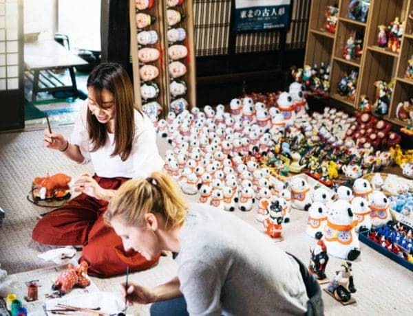 Making traditional crafts in Koriyama