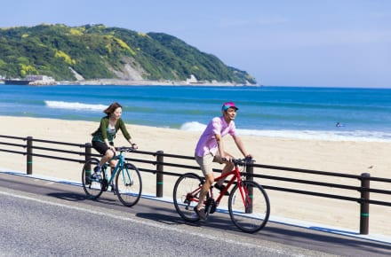 Take a bicycle ride around Shikashima island at Fukuoka