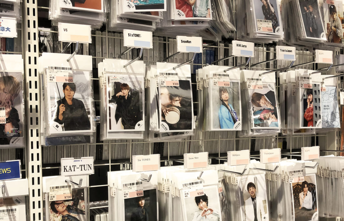 Photographs of Johnnys Male Idol talents at a recycle shop in Tokyo
